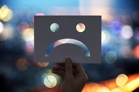 Sad depressed fail-down geperforeerd papier
