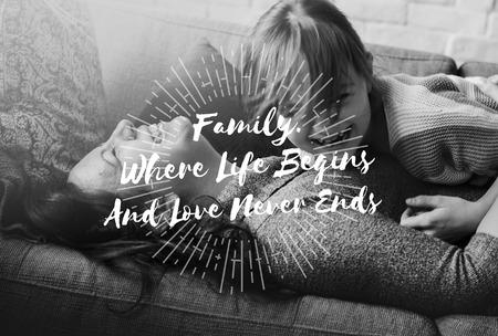 가족 사랑 어머니 딸 함께 품질 시간 단어 그래픽 스톡 콘텐츠 - 81494620