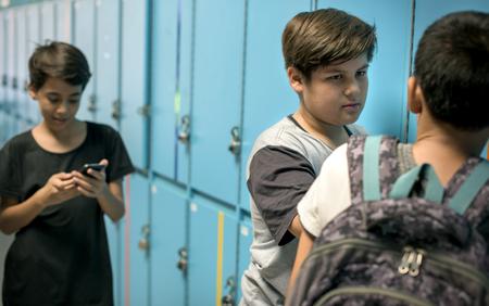 학교 괴롭힘의 젊은 학생 고문 스톡 콘텐츠