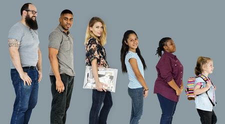 Divers de la diversité des personnes tout le corps debout sur fond Banque d'images - 81380251