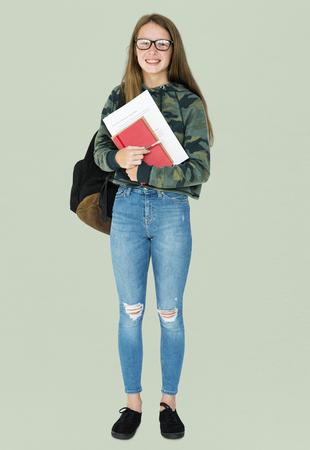 Teenager-Mädchen Student lächelnd und halten Lehrbuch