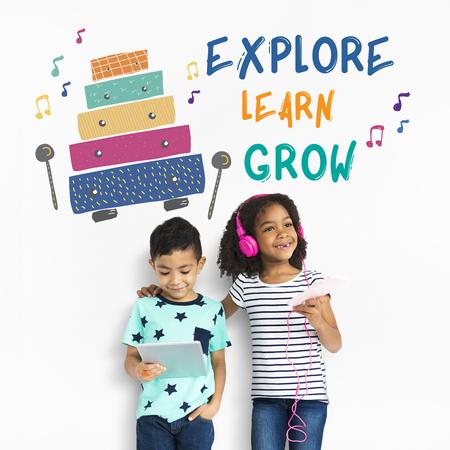 Kinderen vroege opleiding vrije tijd muziek voor kinderen Stockfoto - 81384955