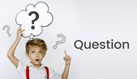 Fragezeichensymbol, das an Lösung denkt