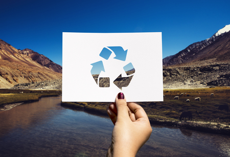 Red de wereldecologie milieubehoud geperforeerd papierrecycling