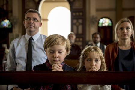 Kirchenleute glauben Glauben religiös Standard-Bild - 81584911