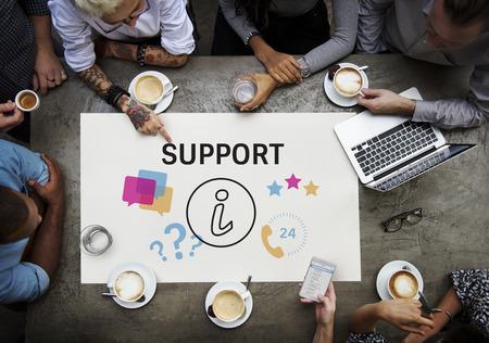 図を持つ人々 のグループ オンライン カスタマー サービスお問い合わせ 写真素材