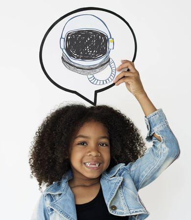 Criança, com, um desenho, de, capacete astronauta Foto de archivo - 81718518