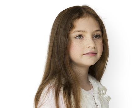 空白式分離肖像画を持つ少女