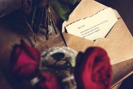 Letter Envelope Note Message with Roses Flower 版權商用圖片