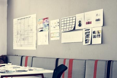 벽에 계획 전략 스톡 콘텐츠