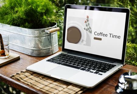 노트북에 커피 컵 장식 카페 상업의 그림