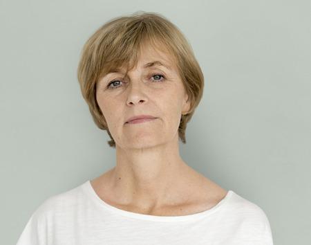 Portrait adulte d'estime de soi de confiance de femme adulte aînée Banque d'images - 81740670