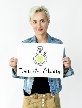 Femme tenant la bande dessinée sur le réseau de recadrage graphique Banque d'images - 81742382