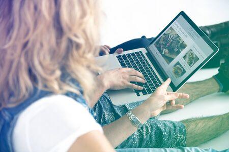 techie: Friends Using Laptop Cnnection Website