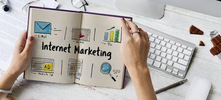 온라인 전략 미디어 마케팅 아이콘
