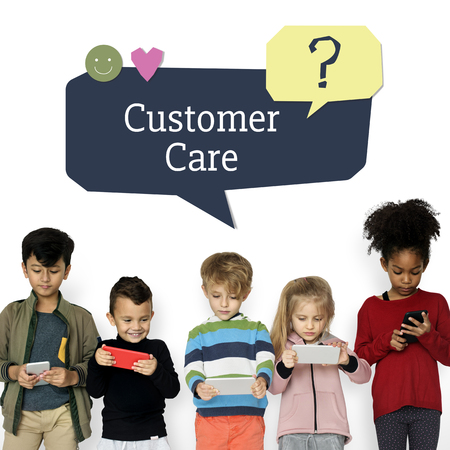 Kids using digital devices with speech bubble customer support Banco de Imagens - 82015633