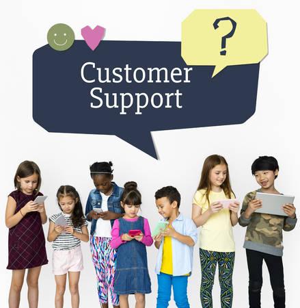 Kids using digital devices with speech bubble customer support Stok Fotoğraf