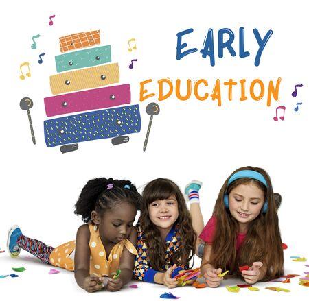 Kinder frühe Ausbildung Freizeitaktivitäten Musik für Kinder Standard-Bild - 81921481
