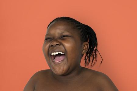 Ritratto di sorriso di giovane donna in studio di studio di testa Archivio Fotografico - 81944031
