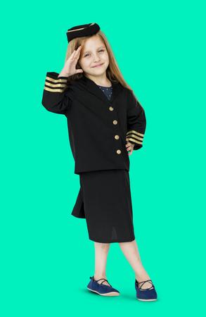 Jong blanke meisje in de lucht hotess uniform