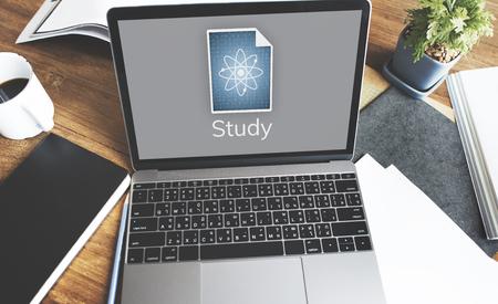 Netzwerkanschluss Grafik-Overlay-Hintergrund auf Laptop-Bildschirm Standard-Bild - 82042685
