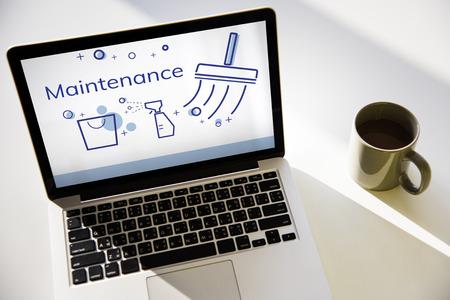 Illustratie van de schoonmaakdienst van het huis op laptop