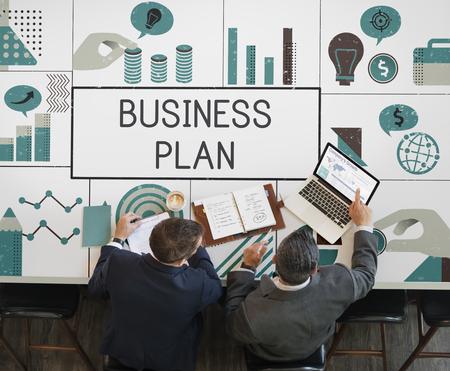 금융 투자 차트 회의 비즈니스 사람들의 그룹 스톡 콘텐츠