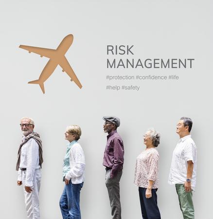 Leute mit Illustration der reisenden Reise der Luftfahrtlebensversicherung Standard-Bild - 81966566
