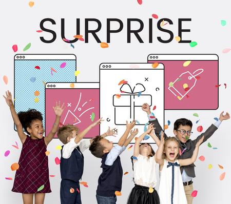 Ilustración de aniversario celebración sorpresa interfaz Foto de archivo - 82089533