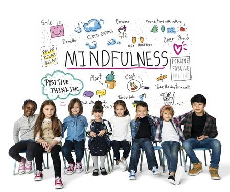 낙관적 인 학생의 행복 그룹 mindfulness 여가 활동을 가지고
