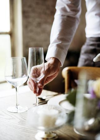 Elegant Restaurant Table Setting Service voor ontvangst Stockfoto - 82032749