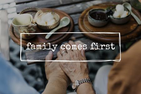 Familie für immer Liebe zusammen Wort Standard-Bild - 82193647