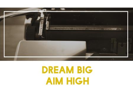 大きな目標を夢のタイプライターの背景に高