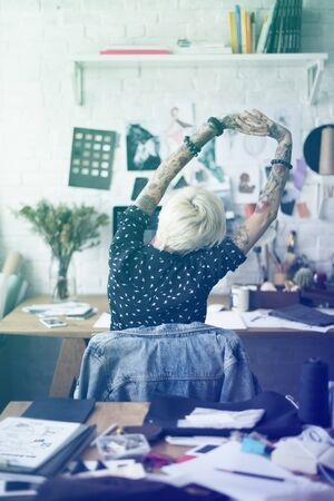 ファッション ・ デザイナーの刺青の女の子ストレッチ 写真素材