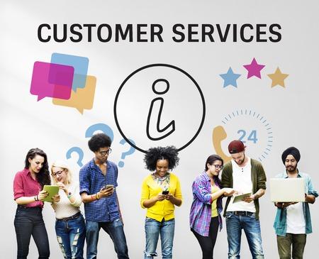 Groep mensen met illustratie van contact met ons online klantenservice