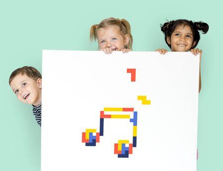 quaver: 8 bit illustration of musical note media entertainment