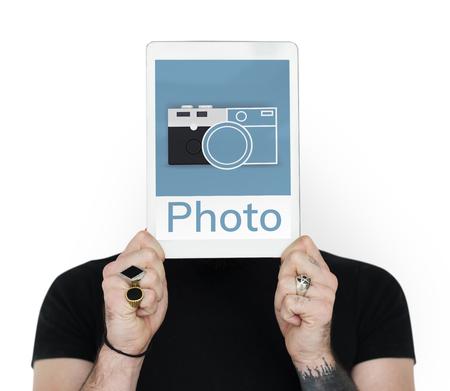 Illustration der Kamera sammeln die Erinnerungen auf digitale Tablette Standard-Bild - 82102113
