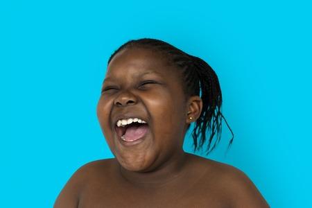 Jeune femme torse nu sourire visage en studio portrait Banque d'images - 82102228