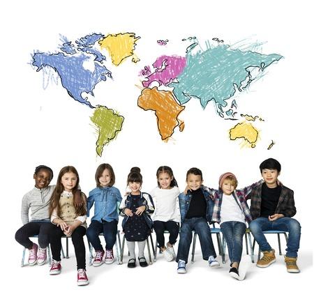 I bambini imparano l'istruzione con la cartografia mappatura grafica Archivio Fotografico - 82101341