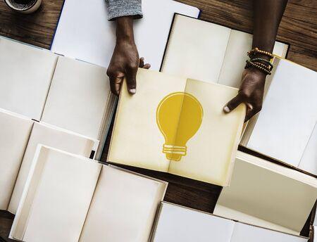 電球創造アイデアのイラスト