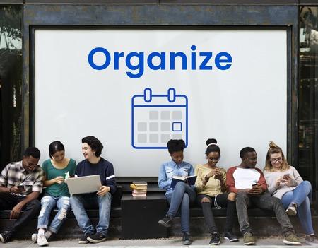 Menschen Planung mit Illustration der persönlichen Organizer Kalender Standard-Bild - 82196486