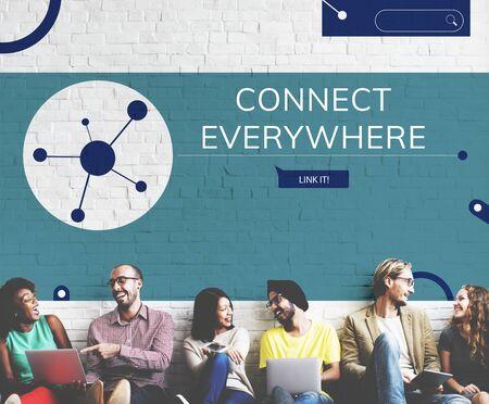 Les gens connectées avec illustration de la communication de médias sociaux Banque d'images - 82286101