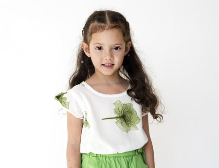 Petite fille mignonne et adorable portrait en studio de sourire Banque d'images - 82417116