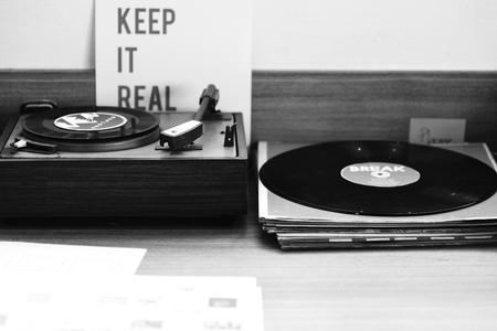 古典的なビニール レコードの音楽メディア エンターテイメント 写真素材