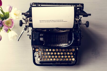 타자기 편지지 게시 문서 스톡 콘텐츠 - 82347300