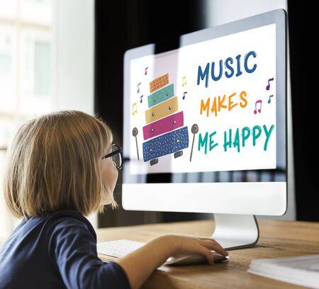 kinderen vroege educatie vrijetijdsactiviteiten muziek voor kinderen Stockfoto