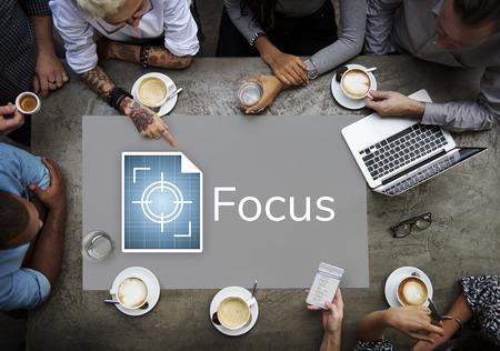 Ilustración del enfoque en metas objetivo atención Foto de archivo - 82398516