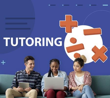 Studenten oplossen van wiskunde oplossingslessen Stockfoto - 82268398