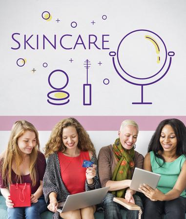 Gruppe von Frauen mit Schönheit Kosmetik Makeover Hautpflege Standard-Bild - 82269090