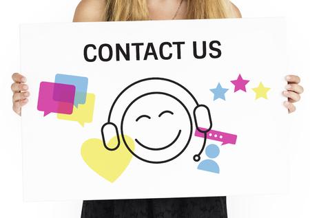 イラストのプラカードのオンライン顧客サービスお問い合わせ